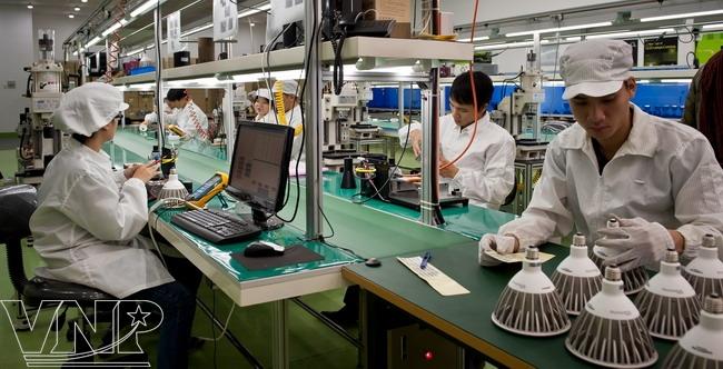 Dây chuyền sản xuất đèn LED của công ty Kim Đỉnh.